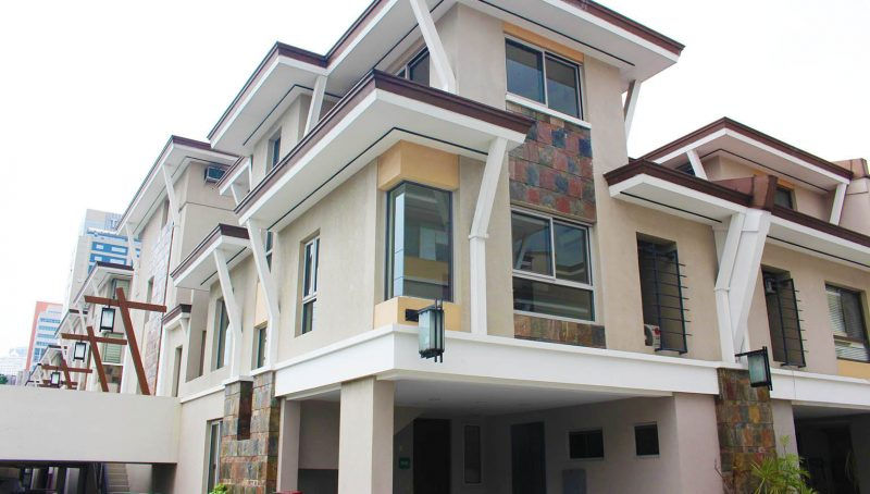 3BR 3 Storey Townhouse for Rent in Luntala