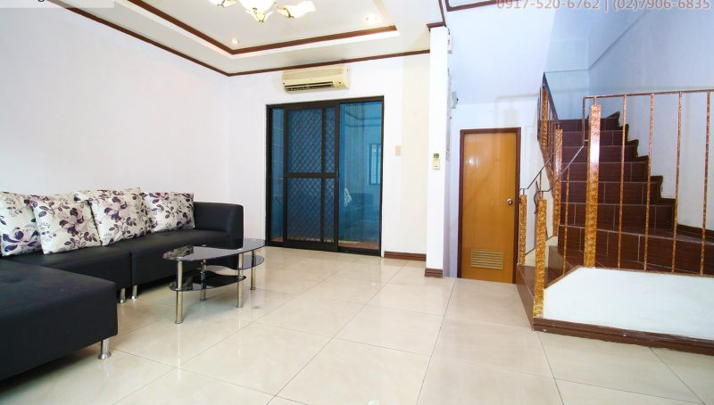 Rent 3 bedroom with roof deck house in Quezon City Metro Manila